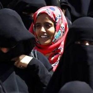 Tajikistan, la polizia ferma e controlla otto mila donne perché non portano bene il velo