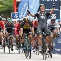 Ciclismo, Viviani vince la Classica di Amburgo. Vuelta: doppio colpo di Lampaert