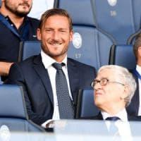 Roma, protagonista anche in tribuna: la prima di Totti da dirigente