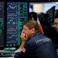 Borse europee in calo. Vola Fca a Piazza Affari