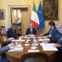 """Terremoto, Gentiloni: """"La ricostruzione si farà, più poteri a Comuni e Regioni coinvolti"""""""