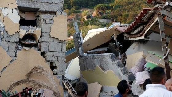 """Terremoto Ischia, geologi: """"Allucinante morire di magnitudo 4"""". Delrio: """"Paese da mettere in sicurezza. E presto"""""""