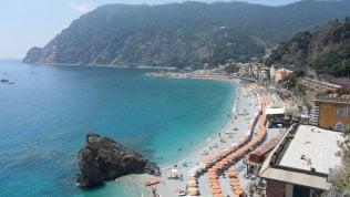 Tragedia alle Cinque Terre: ventenne muore cadendo da muraglione a Monterosso