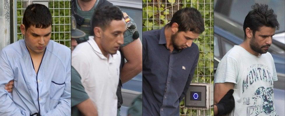 """Attentato sulla Rambla, Chemlal in aula col pigiama: """"Puntavamo ai simboli di Barcellona"""". Rilasciato uno degli accusati"""