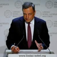 """Draghi non scopre le carte in vista di Jackson Hole ma difende le politiche Bce: """"Un..."""