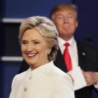 """Le 'confessioni' di Hillary Clinton: """"Nei dibattiti Trump mi stava incollato"""""""