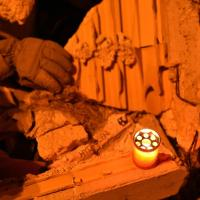 Amatrice, quelle candele tra le macerie: la fiaccolata in ricordo delle vittime