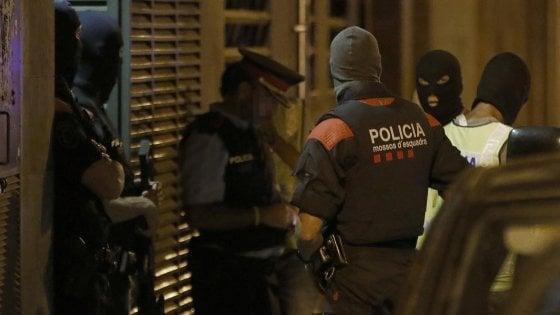 Strage Barcellona, Belgio allertò Spagna su imam Essati. Rilasciato secondo dei 4 sospetti arrestati