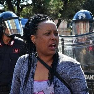 """Sgombero di piazza Indipendenza a Roma: """"Violenza su donne e bambini vergogna inaccettabile"""""""