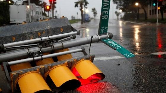 Harvey, l'uragano si abbatte sul Texas a 200 chilometri all'ora: blackout e feriti