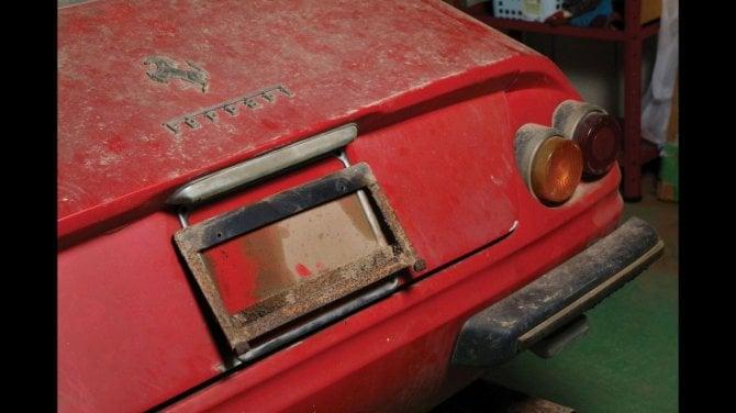 Sorpresa, dalla stalla spunta una Ferrari Daytona