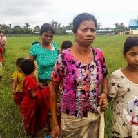 Myanmar, i civili in fuga dalle violenze
