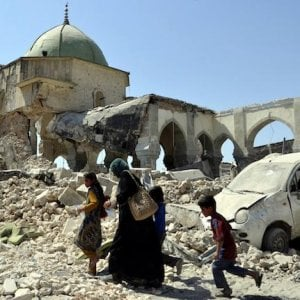 Iraq, in fuga da Tal Afar le testimonianze di civili fuggiti da una delle ultime roccaforti dell'IS
