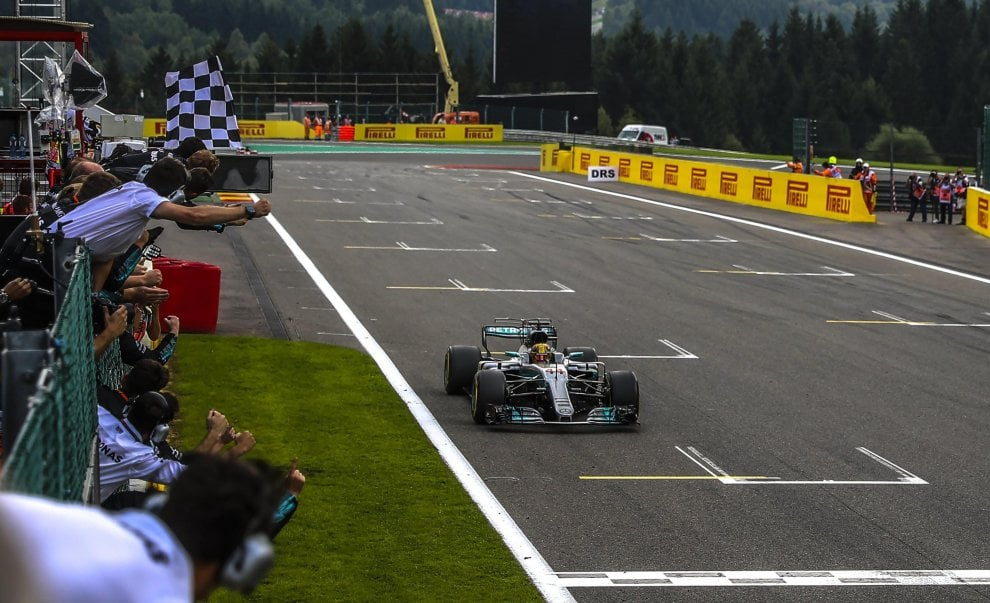F1, in Belgio vince Hamilton: la festa sul podio