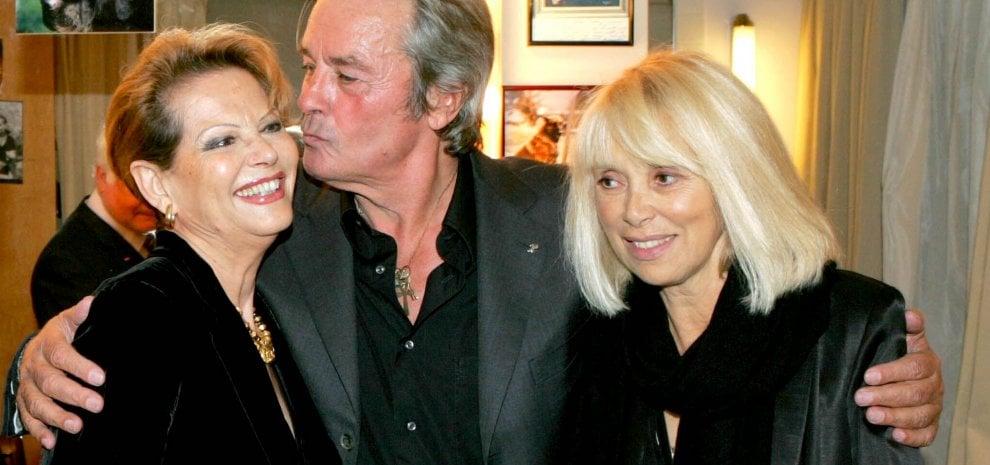 """È morta Mireille Darc, stella del cinema francese e """"donna della vita"""" di Alain Delon"""