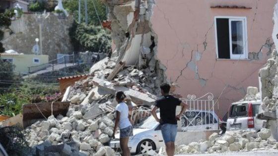 Contro l'abusivismo edilizio 5 anni di sgravi e incentivi a chi abbatte e ricostruisce