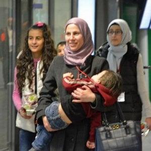 Profughi, corridoi umanitari: nuovi arrivi per combattere i trafficanti di persone