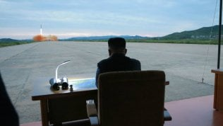 Kim Jong-un assiste al lancio del missile