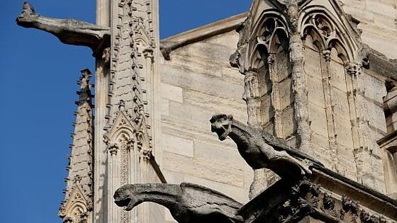 Parigi. Archi e gargoyle di Notre Dame vanno in pezzi: arcivescovo avvia crowdfunding