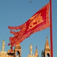 Veneto, obbligatoria da oggi la bandiera col leone di san Marco negli edifici pubblici