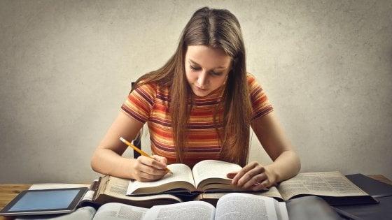Libri di scuola, vendite colossali e critiche a non finire: chi ci capisce è bravo