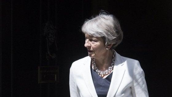 """Gb, Theresa May annuncia ricandidatura per il 2022: """"Non sono una che lascia"""""""