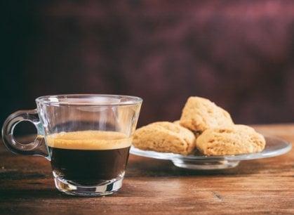 Il caffè accende la voglia di dolce, uno studio svela perché