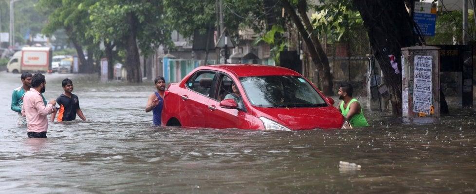 Alluvioni in Asia meridionale, almeno 1.200 morti per le inondazioni