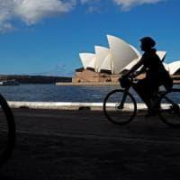 Australia nega il visto a scrittore no-vax