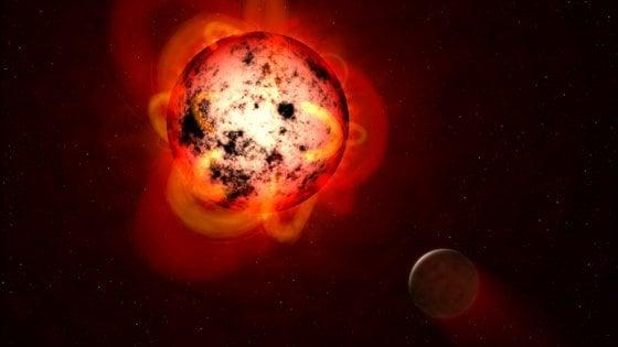Trappist-1, tracce di acqua su tre pianeti della 'zona abitabile'