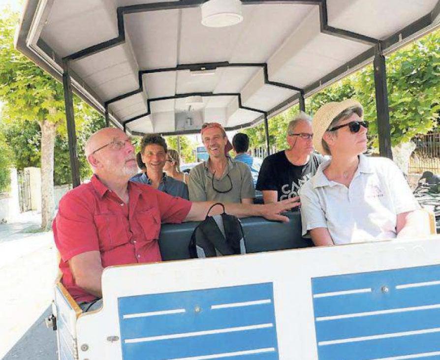 A vela nell'Egeo inseguendo il canto di Europa