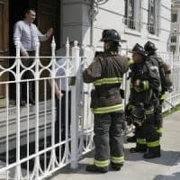 Usa, sale lo scontro sul consolato russo di San Francisco: fumo nero dal camino. Fermati i pompieri