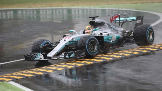 F1, Gp Monza: Hamilton pole per il record. Le Ferrari in terza fila
