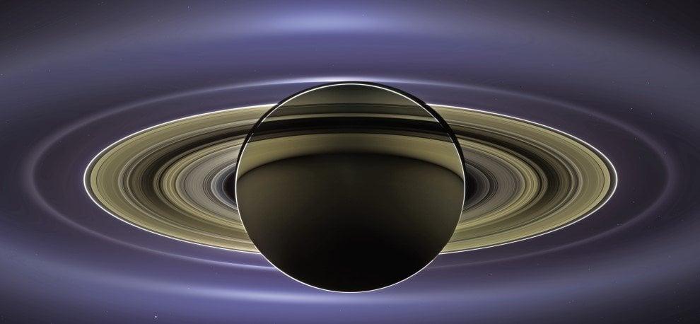 Saturno, le immagini più suggestive inviate da Cassini