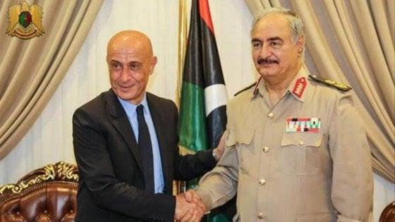 Libia, Minniti incontra il generale Haftar: prima mediazione dopo le tensioni