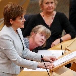 La leader scozzese Sturgeon al Parlamento di Edimburgo