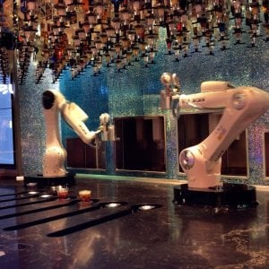 Robot barman, l'idea italiana: a Las Vegas preparano i cocktail