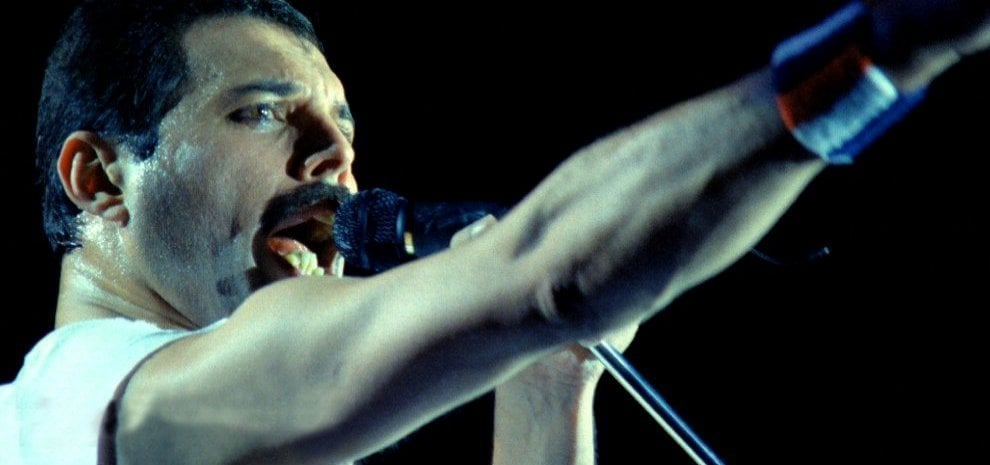 Rami Malek è Freddie Mercury, la somiglianza è impressionante: la prima foto del film 'Bohemian Rhapsody'