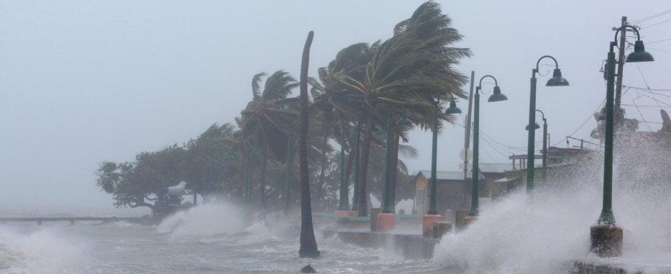 """Uragano Irma, inferno nei Caraibi: vittime salgono a 10. Viaggia verso gli Usa, Trump: """"Il più forte mai visto, ma siamo pronti ad affrontarlo"""""""