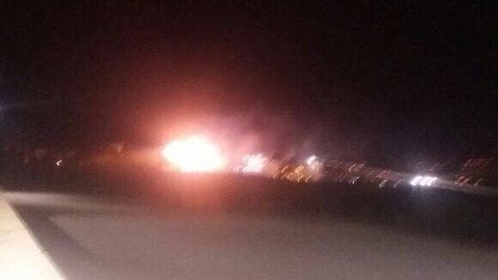 """Siria, raid caccia israeliani: """"Colpito sito di armi chimiche"""""""