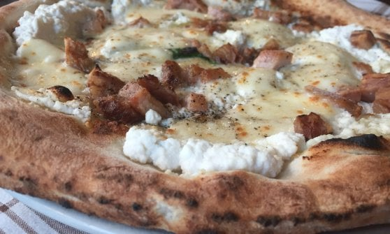Antonio La Trippa a Napoli: quando la pizza è condita anche con un pizzico di folklore