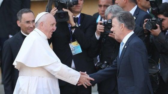 "Colombia, Papa Francesco incontra presidente Santos: ""Paese benedetto, sia patria di tutti"""