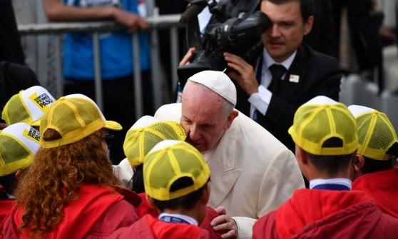 """Colombia, 600mila alla messa col Papa. E Francesco ammonisce: """"Basta divisioni e sete di vendetta"""""""
