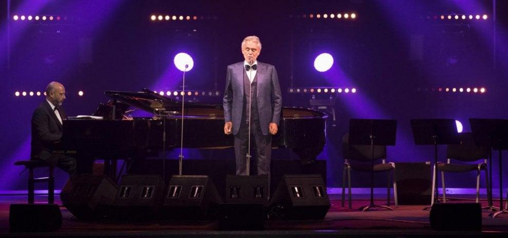 Andrea Bocelli, grande festa al Colosseo con le star, Paul Weller si fa in tre