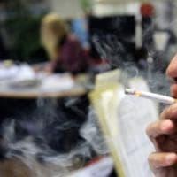 Fumo passivo, diminuisce al bar e aumenta in ufficio