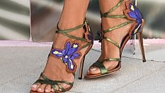 Scarpe, borsette, occhiali e tatuaggi: glamour e chic sul tappeto rosso