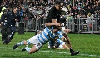 Rugby, Quattro Nazioni: All Blacks piegano i Pumas, Australia-Sudafrica finisce pari
