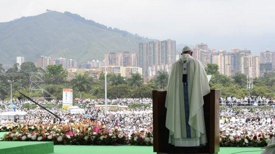 """Il Papa in Colombia: """"Dio converta cuori dei sicari della droga"""""""