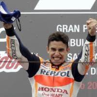 MotoGp, Misano: Marquez vince sul bagnato e aggancia Dovizioso. Petrucci secondo
