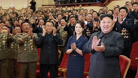 Kim Jong-un e consorte a cena con gli scienziati nucleari per festeggiare il test